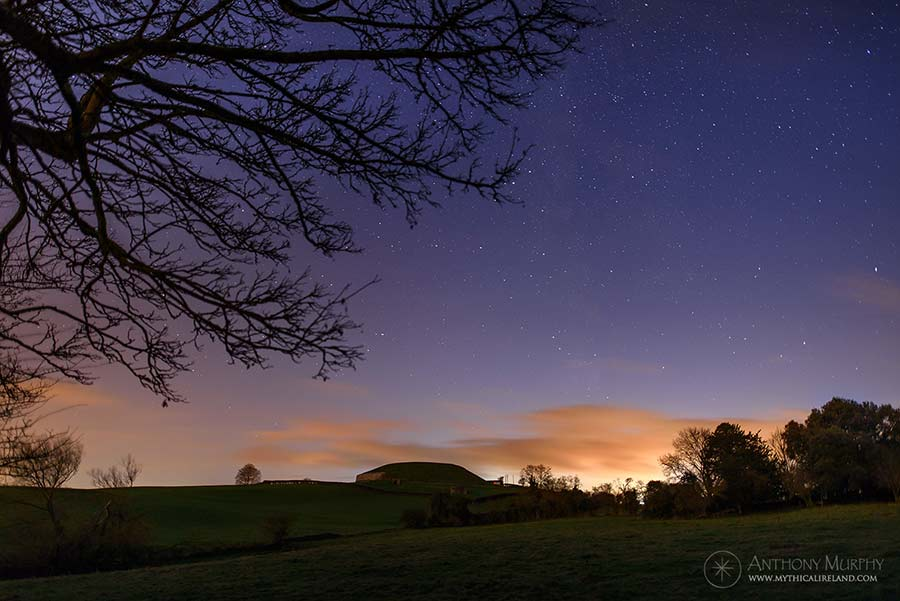 Stars and twilight at Síd in Broga (Newgrange)