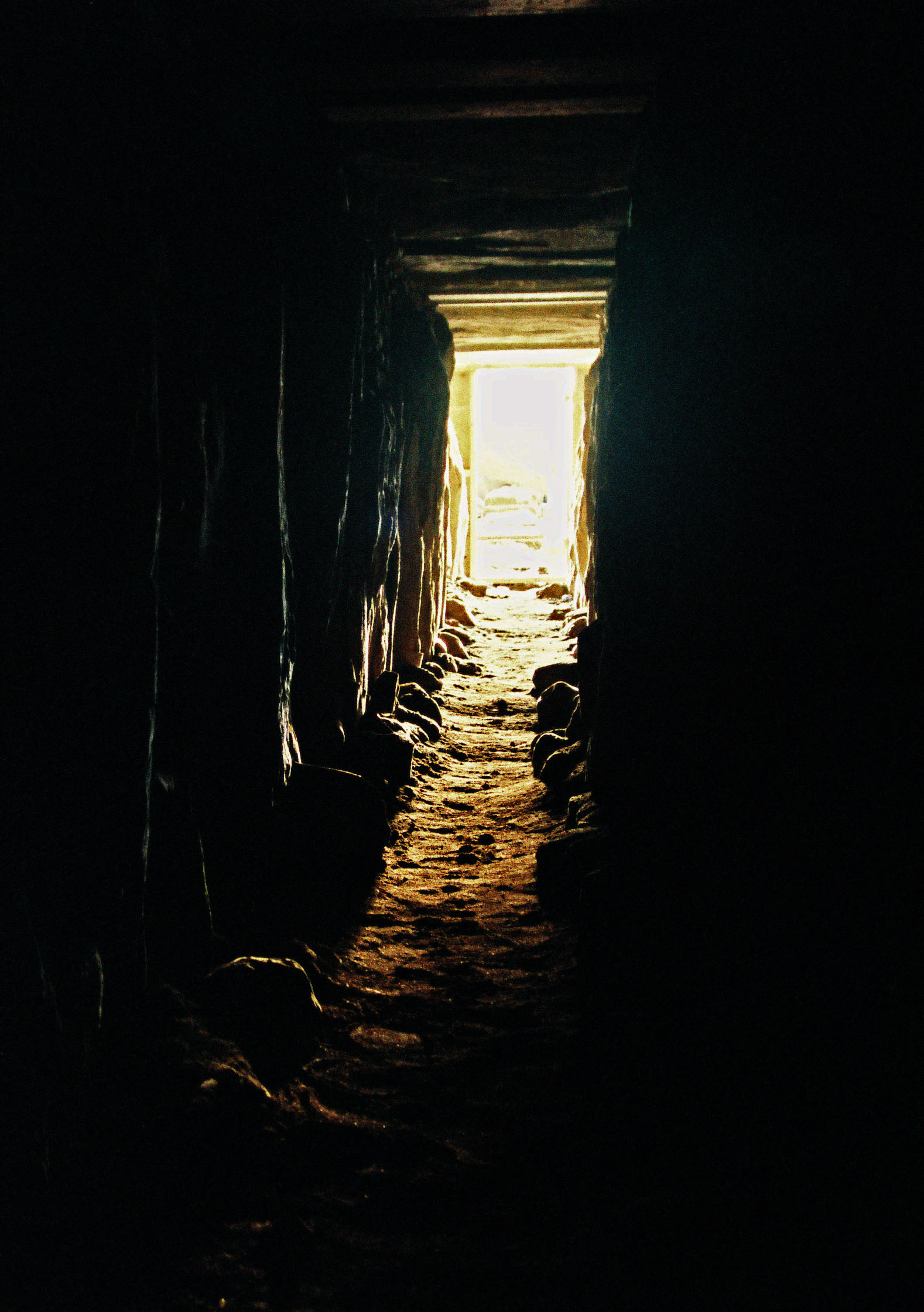 Sunlight in Knowth's Western passage equinox 2000